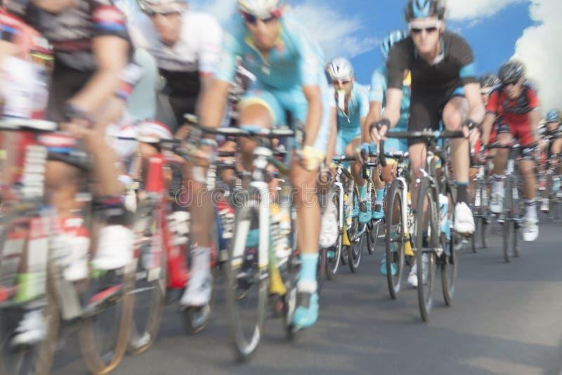 Ciclistas, falta de definición de movimiento fotos de archivo