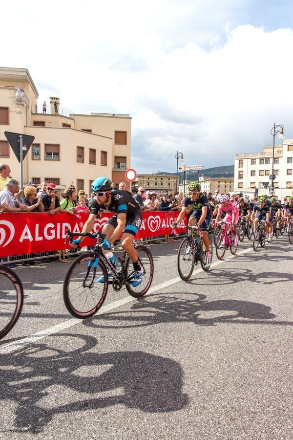 Download Ciclistas Que Compiten En El Giro D'Italia 2014 Fotografía editorial - Imagen de casco, italia: 42444327