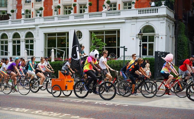 Ciclo de LGBT IBike Pride Ride, Londres fotos de archivo