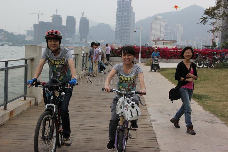 Ciclo de los jóvenes asiáticos en el ¼ Œchina del shenzhenï fotos de archivo libres de regalías