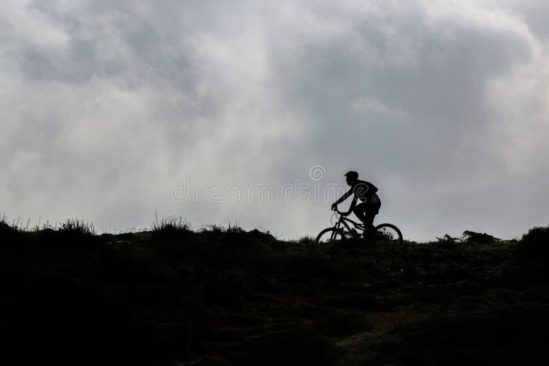 Ciclo en el horizonte imagen de archivo libre de regalías