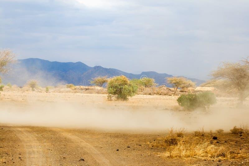 Ciclone na área de Maasai ao lado do lago Magadi imagens de stock royalty free