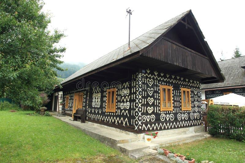 Cicmany - casa pintada fotos de stock