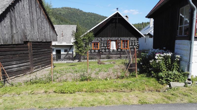 Cicmany, vila histórica tradicional em Eslováquia imagem de stock