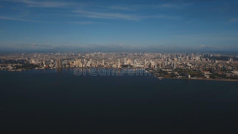 Cidade aérea com arranha-céus e construções Filipinas, Manila, Makati imagem de stock royalty free