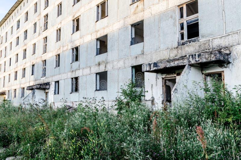 Cidade abandonada Construções vazias Cidade apocalíptico do cargo imagem de stock