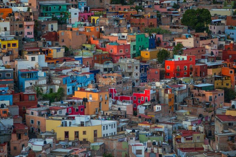 Cidade americana e construções da multidão colonial colorida no monte, Guanajuato, México fotografia de stock royalty free
