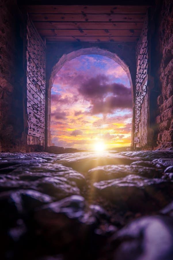 A cidade bizantina bonita do castelo de Monemvasia no Laconia fotos de stock royalty free