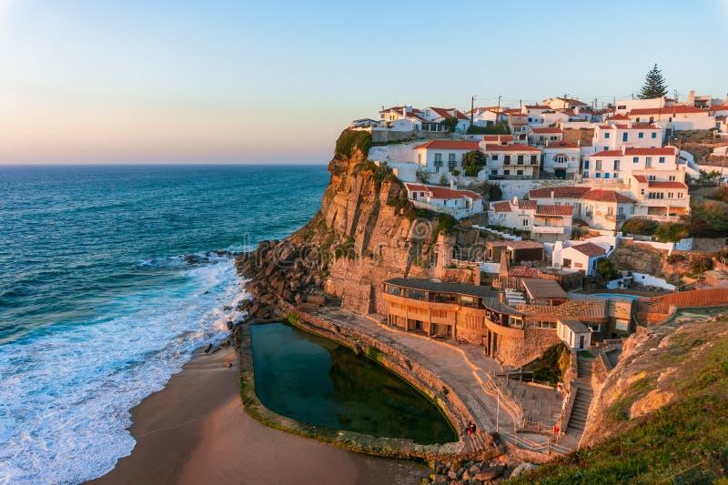 A cidade bonita Azenhas do beira-mar faz março, Portugal imagem de stock royalty free