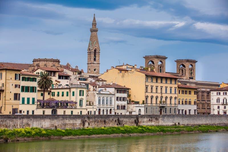A cidade bonita de Florença e de Arno River imagens de stock royalty free