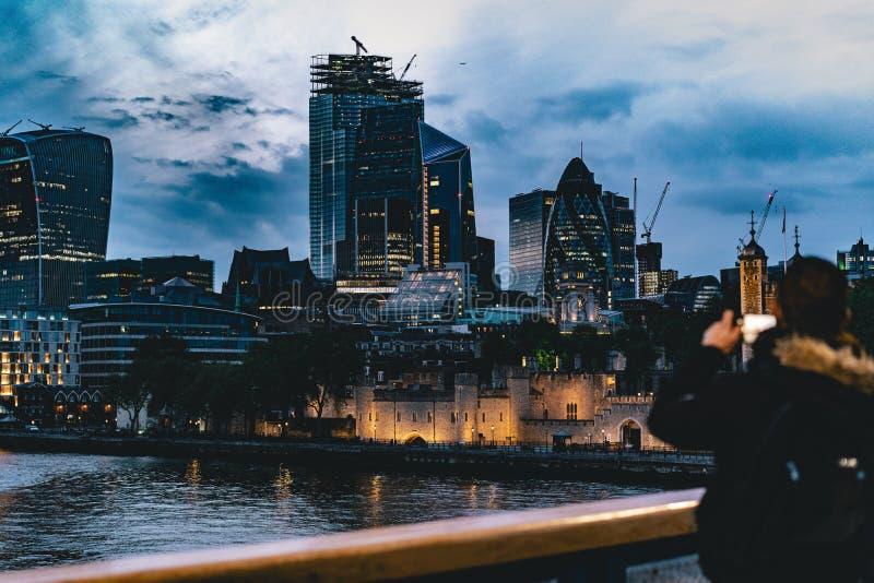 Cidade bonita de Londres na noite foto de stock royalty free