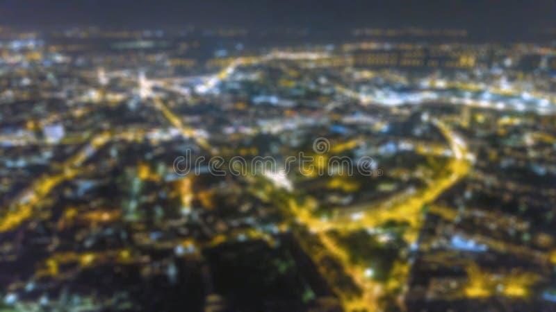 A cidade borrada ilumina o bokeh Bokeh urbano da luz da noite da vista aérea foto de stock