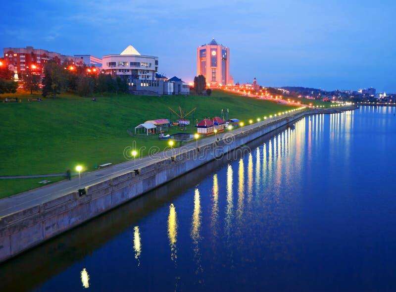 Cidade Cheboksary da noite, Chuváchia, Federação Russa. fotografia de stock royalty free