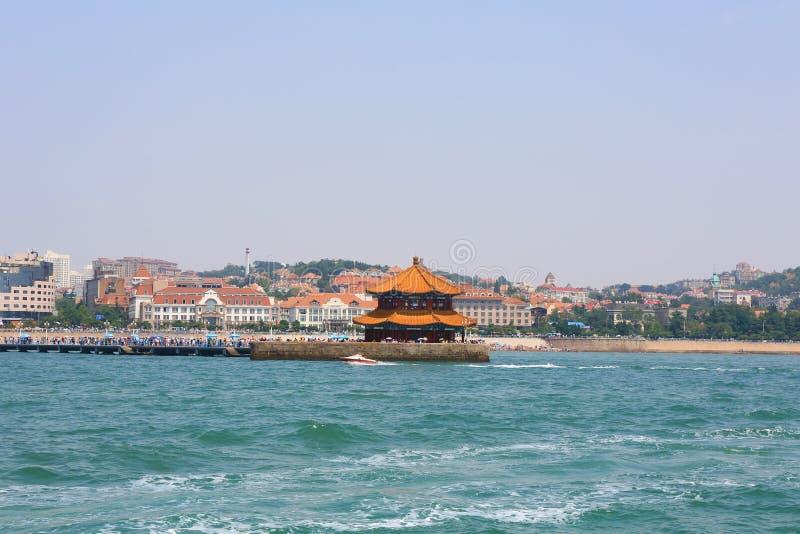 Cidade chinesa do beira-mar, Qingdao, onde a cerveja de Tsingtao foi feita imagem de stock royalty free