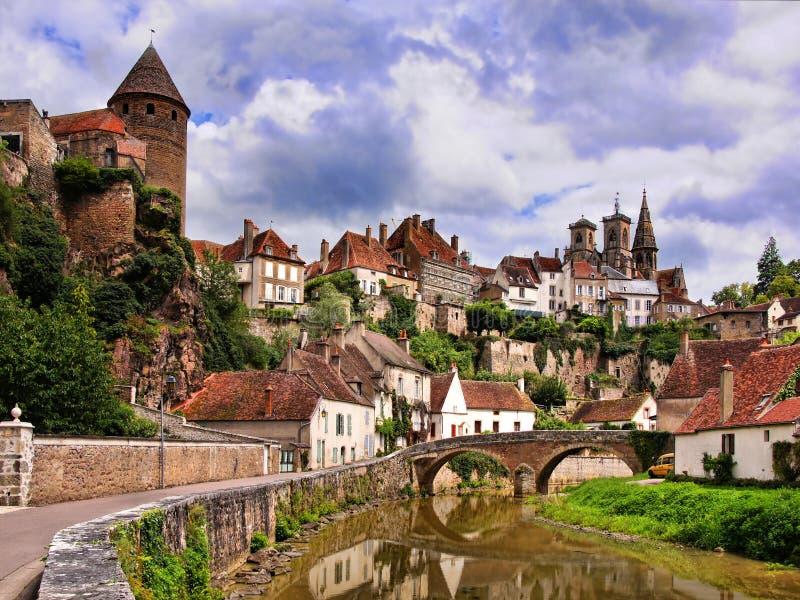 Cidade consideravelmente medieval, Borgonha, França foto de stock
