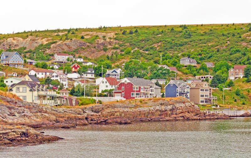 Cidade costeira em um dia nebuloso imagens de stock royalty free