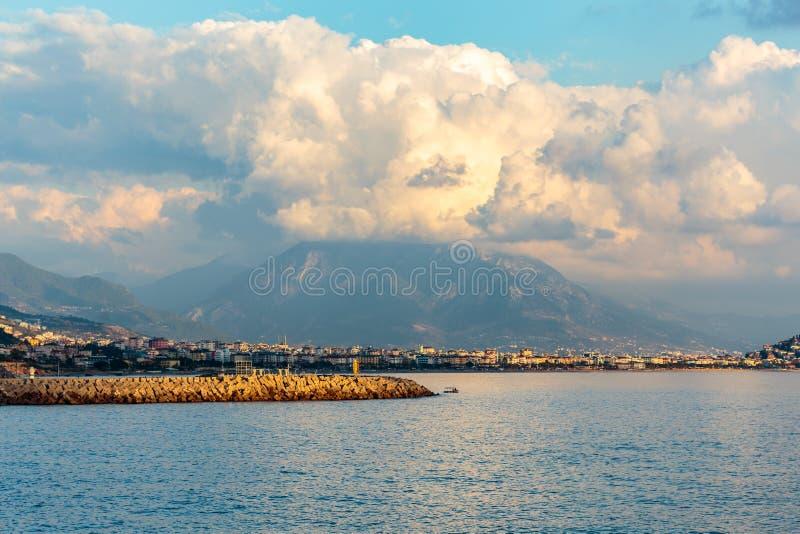 Cidade costeira mediterrânea fotografia de stock royalty free