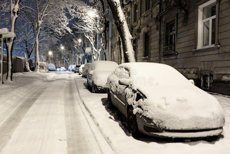 Cidade crepuscular de Lviv do inverno, Ucrânia foto de stock royalty free