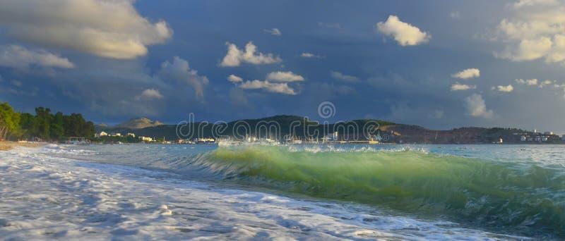 Cidade da barra da estância balnear na tempestade do verão foto de stock
