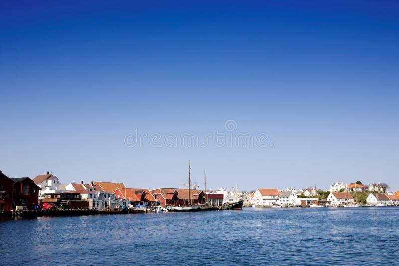 Cidade da costa de Noruega fotos de stock