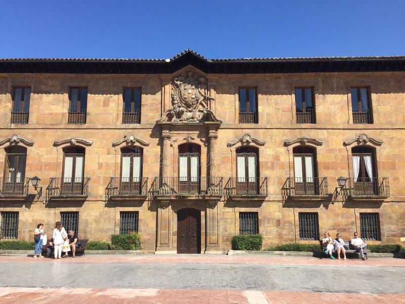 A cidade da Espanha de Aviles as Astúrias foto de stock
