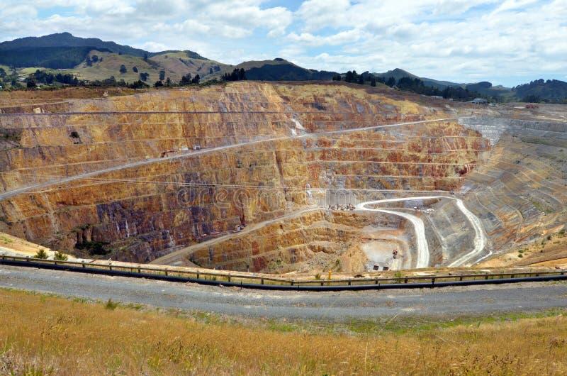 Cidade da mina de ouro de Waihi - Nova Zelândia foto de stock