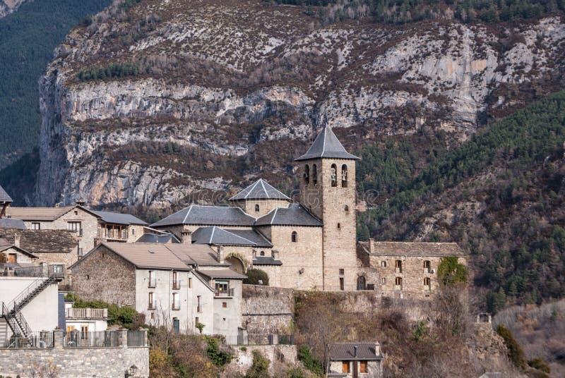 Cidade da montanha, Torla, Pyrenees, Ordesa y Monte Perdido National fotos de stock royalty free