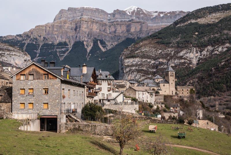Cidade da montanha, Torla, Pyrenees, Ordesa y Monte Perdido National fotografia de stock royalty free