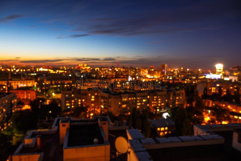 A cidade da noite, bokeh da arquitetura da cidade, borrou a foto, fundo borrado cidade fotografia de stock