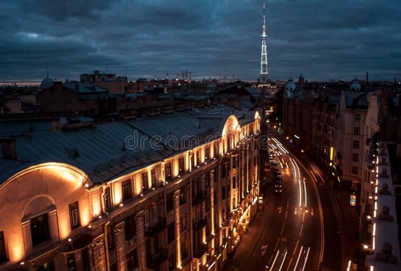 Cidade da noite St Petersburg foto de stock royalty free