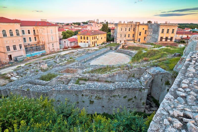 Cidade da opinião romana velha das ruínas do teatro dos Pula imagens de stock royalty free