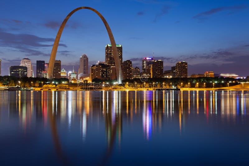 Cidade da skyline de St Louis. fotos de stock royalty free