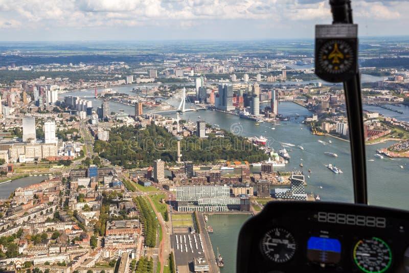 Cidade da vista aérea do helicóptero de Rotterdam imagens de stock royalty free