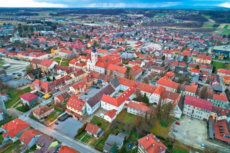 Cidade da vista panorâmica da antena de Krizevci imagens de stock royalty free