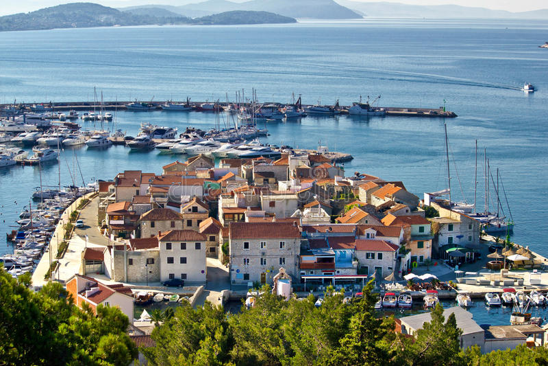 Cidade Dalmatian de Tribunj, opinião aérea de Vodice fotos de stock royalty free