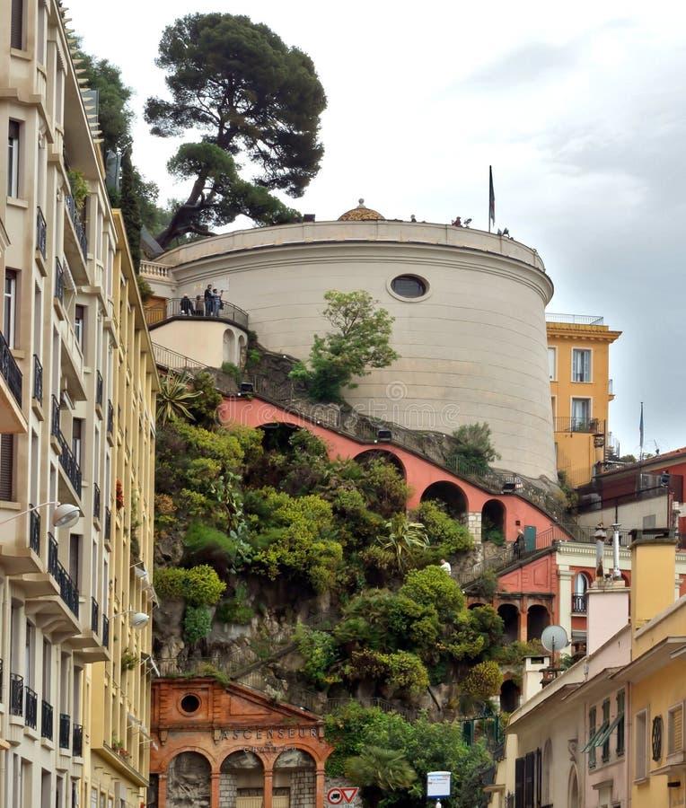 Cidade de agradável - arquitetura do monte do castelo fotos de stock royalty free