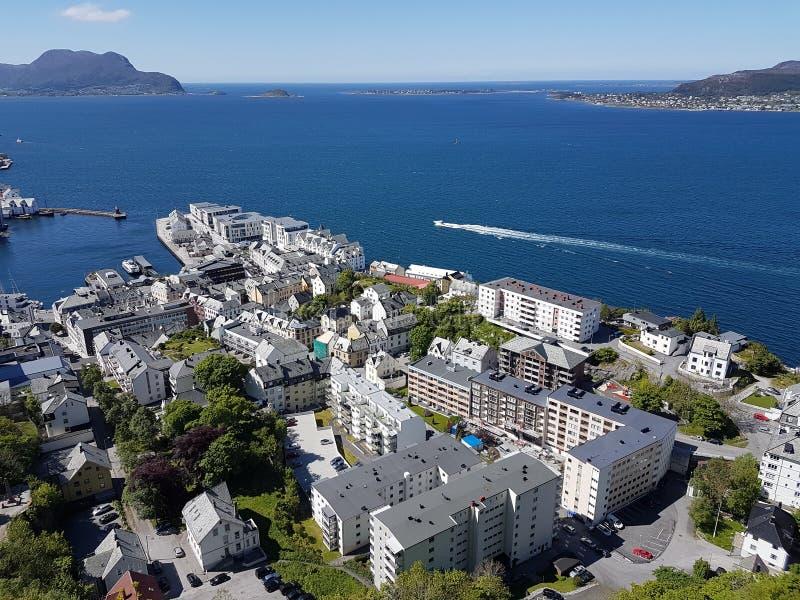 Cidade de Alesund em Noruega - viewpiont em Aksla Fjellstua fotos de stock