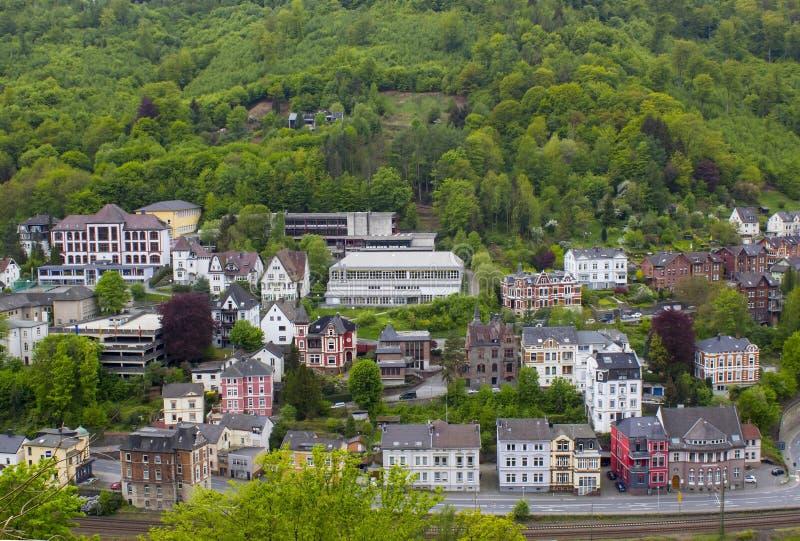 A cidade de Altena e do rio Lenne, Reno-Westphalia norte, Alemanha fotografia de stock