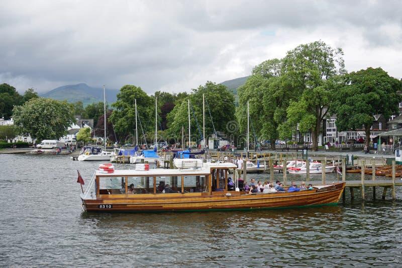 A cidade de Ambleside no lago Windermere imagem de stock royalty free