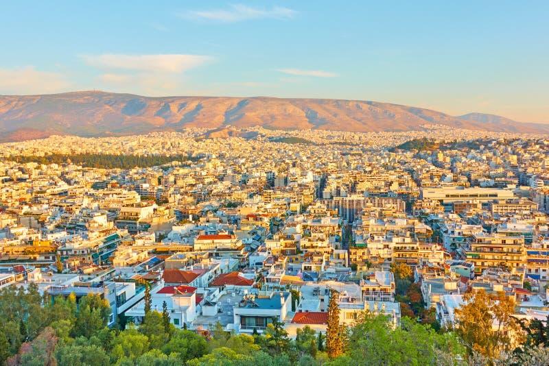 Cidade de Atenas no pôr do sol foto de stock royalty free