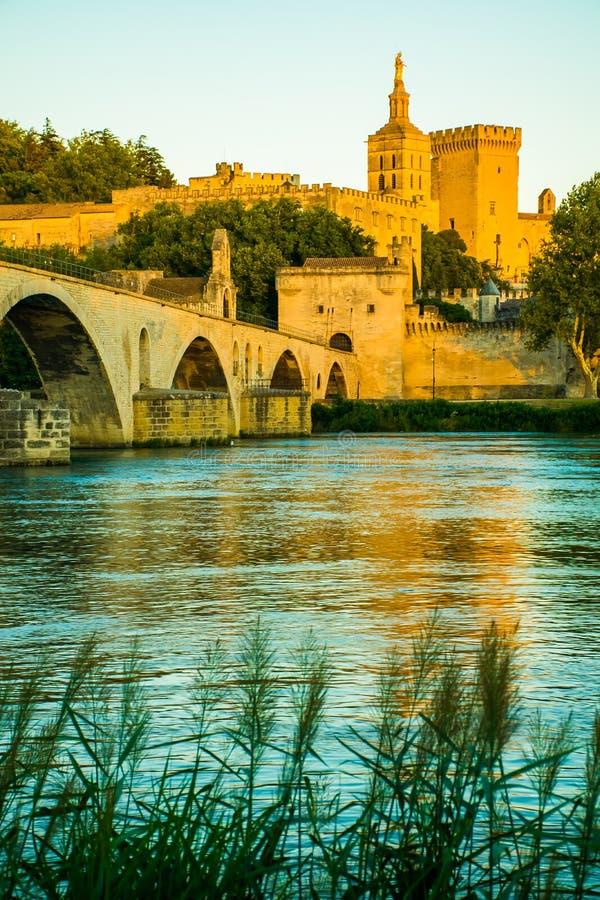 A cidade de Avignon no por do sol com papas Palácio, França imagens de stock royalty free