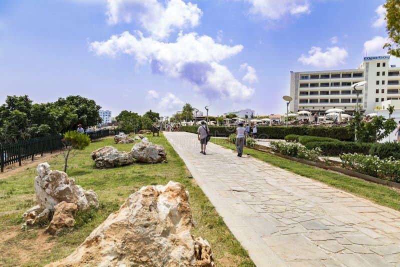 Cidade de Ayia Napa, Protaras, Chipre Passeio pedestre fotografia de stock royalty free