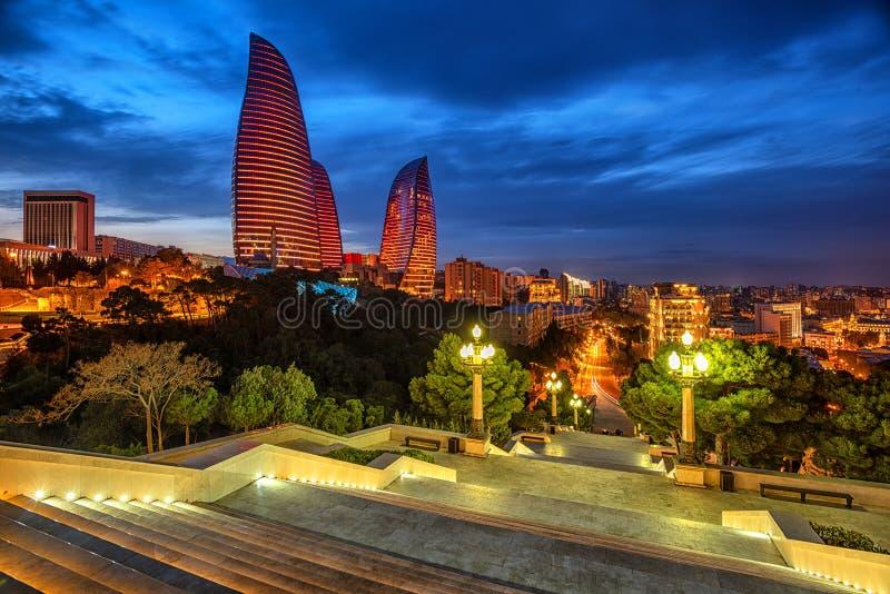 Cidade de Baku, Azerbaijão, na luz de nivelamento fotos de stock royalty free