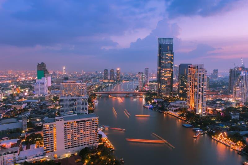 Cidade de Banguecoque na noite foto de stock