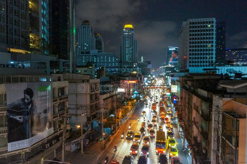 Cidade de Banguecoque na noite imagem de stock royalty free
