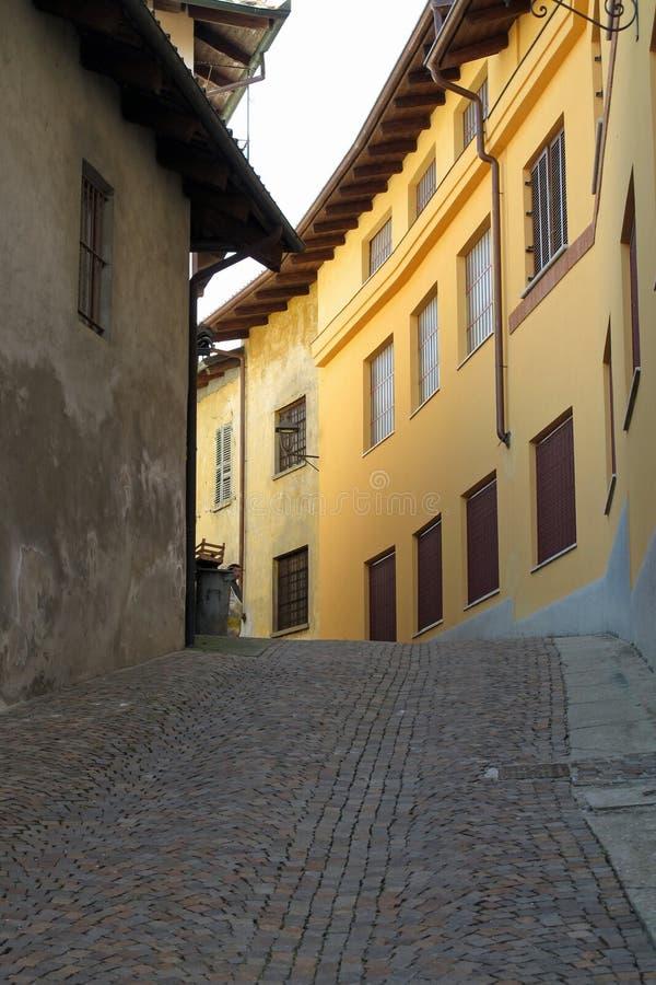 A cidade de Barolo na região do vinho do Piemonte de Itália do norte fotografia de stock royalty free