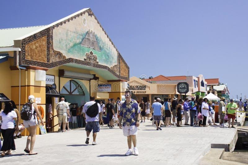 Cidade de Belize - alameda de compra portuária do cruzeiro foto de stock royalty free