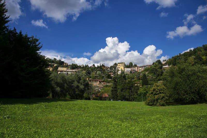 Cidade de Bergamo, opinião superior da cidade foto de stock royalty free