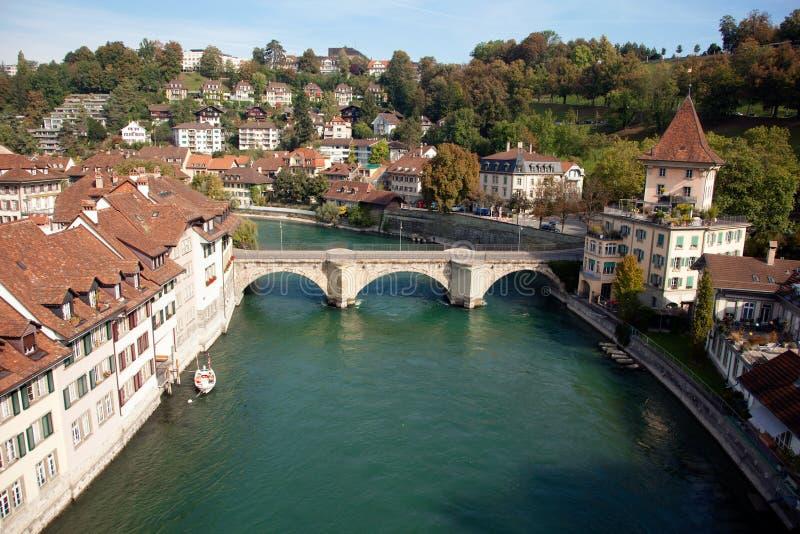 Cidade de Berna, rio e pontes velhos, Suíça fotos de stock