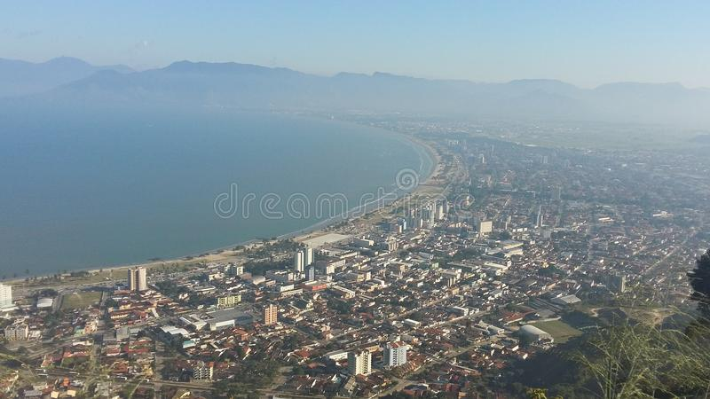 Cidade de Caraguatatuba em Brasil fotos de stock royalty free